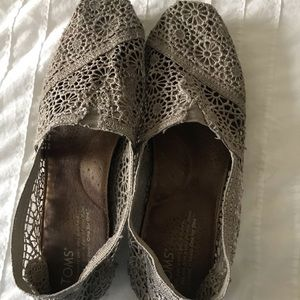 Gray Lacey toms
